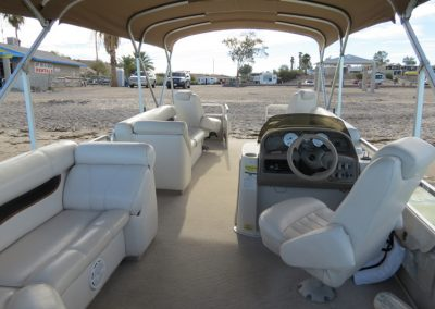 Premier Pontoon 90hp Interier 1